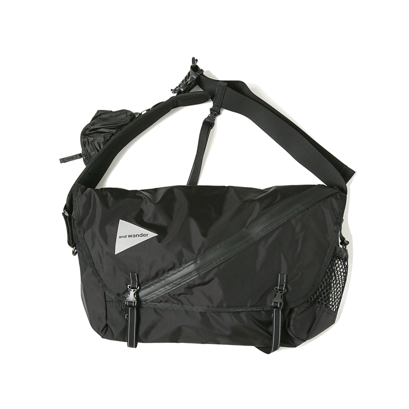 20L MESSENGER BAG - BLACK